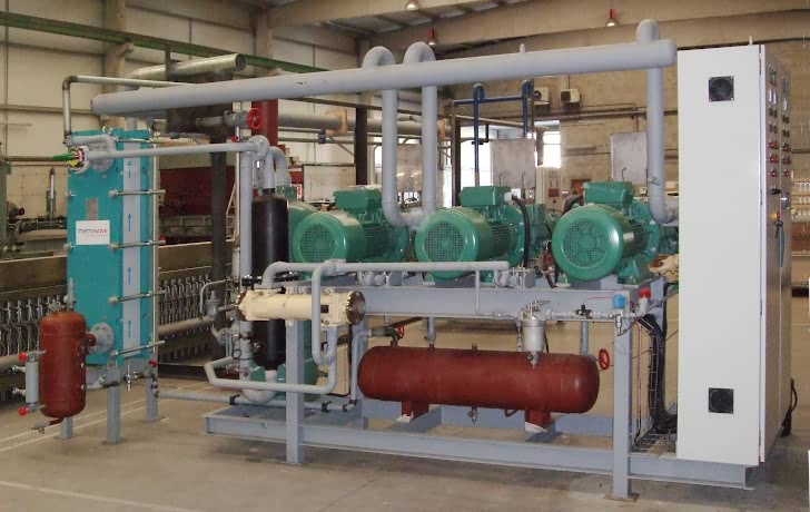 Compact industrial freezing installation