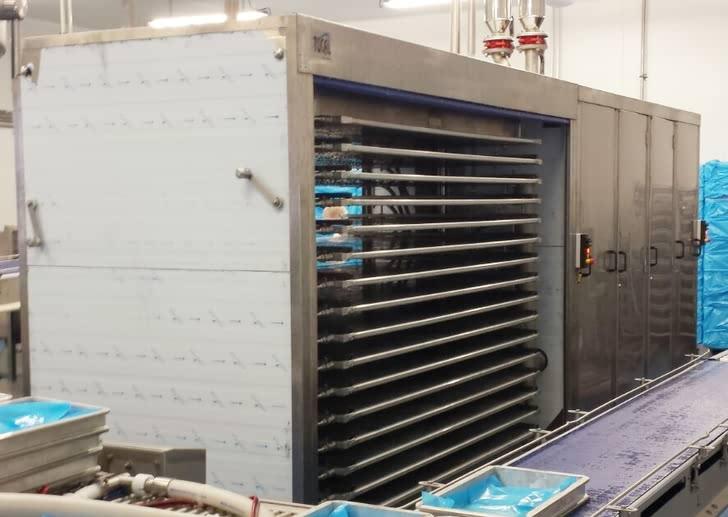 Working horizontal plate freezer